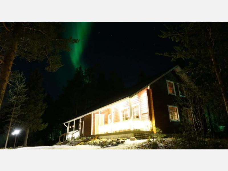 Riekko Chalet under Aurora Borealis