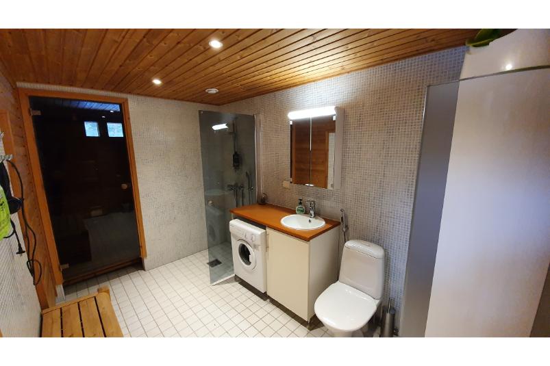 Tilhi Chalet Bathroom and Sauna